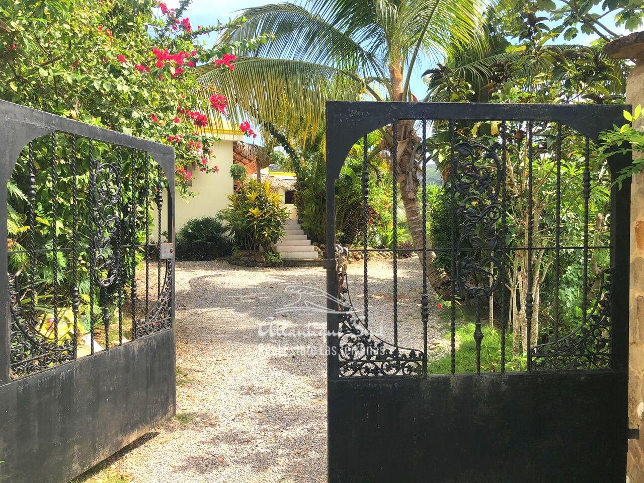 caribbean-style-villa-on-hill-for-sale23.png