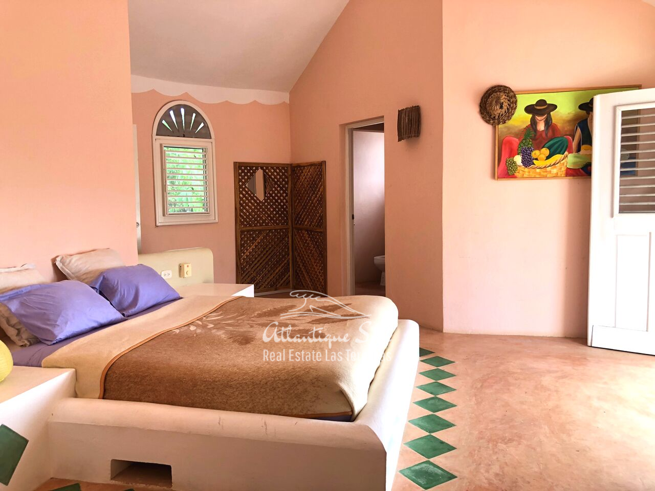 caribbean-style-villa-on-hill-for-sale123.png