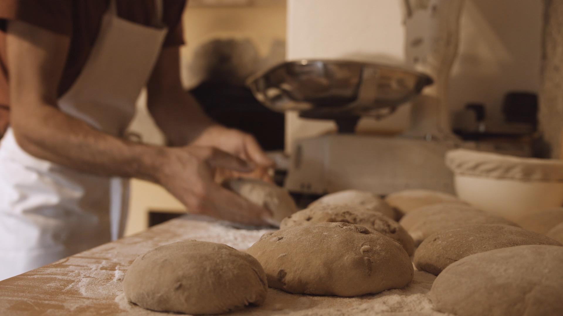 Les pains enchantés - Réalisation Mathias RochAnnée 2019Durée 5:13Film institutionnel du boulanger Yann André.