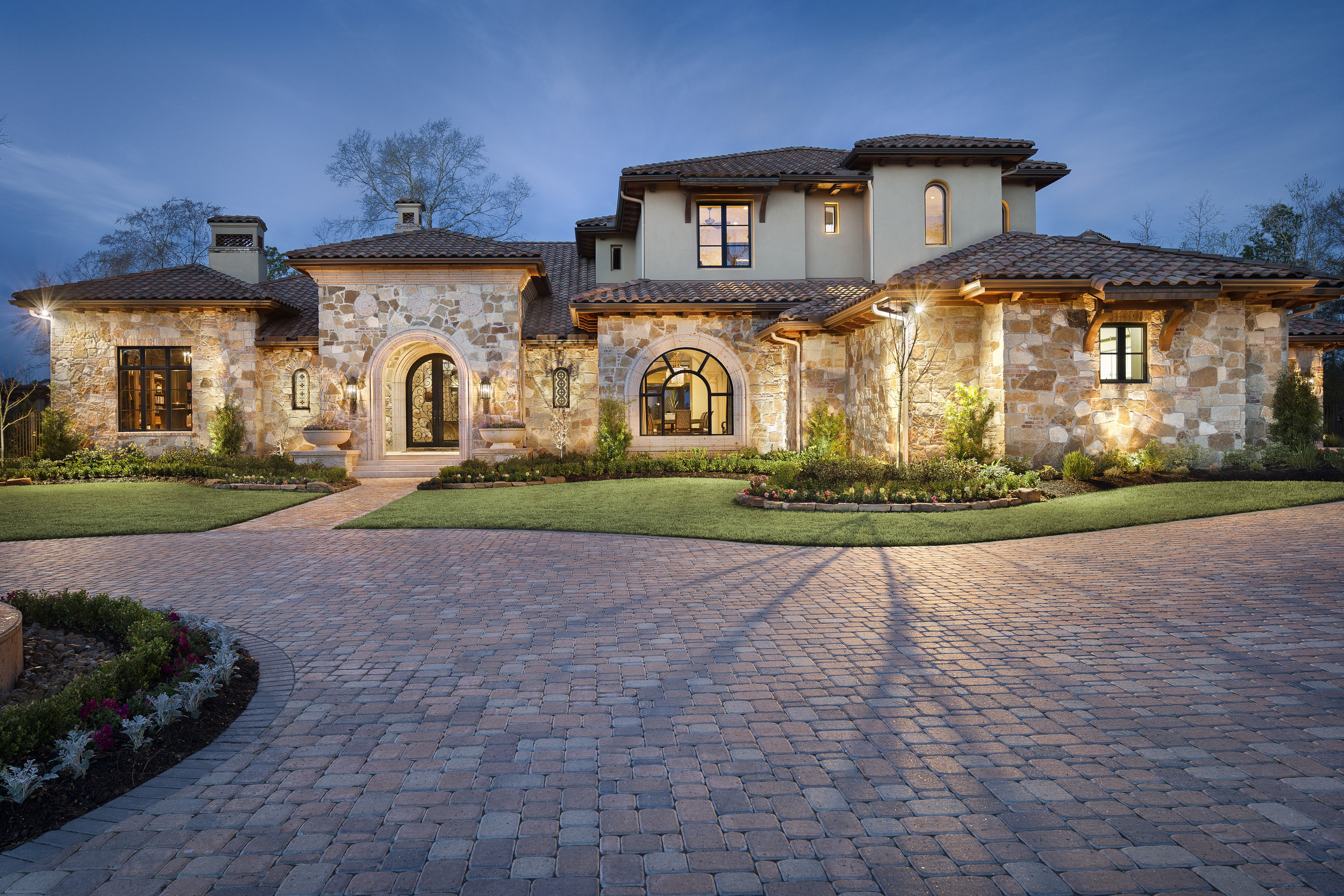 Texas Luxury Interior Design Woodlands - This award-winning Houston home in the Woodlands is shining with elegance through statement light fixtures and luxurious fabrics. The original fine art was curated to enhance the tones in the special finishes, tiles and fabrics.
