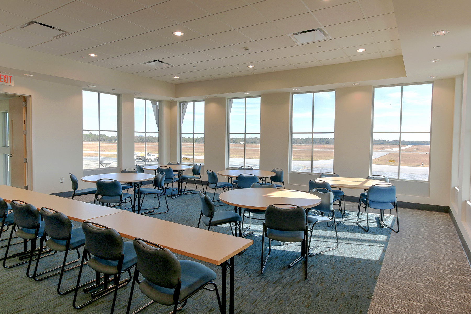 Airport Terminal - meeting room lt MLS.jpg