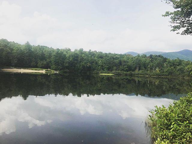 Gotta love that lake life! We love fall but we also love summer! We love it all! ⠀ ⠀ #seasonsoflove #lakelife #lake #lakepowhatan #lakepowhatancampground #asheville #ashevilleNC #visitasheville #828isgreat