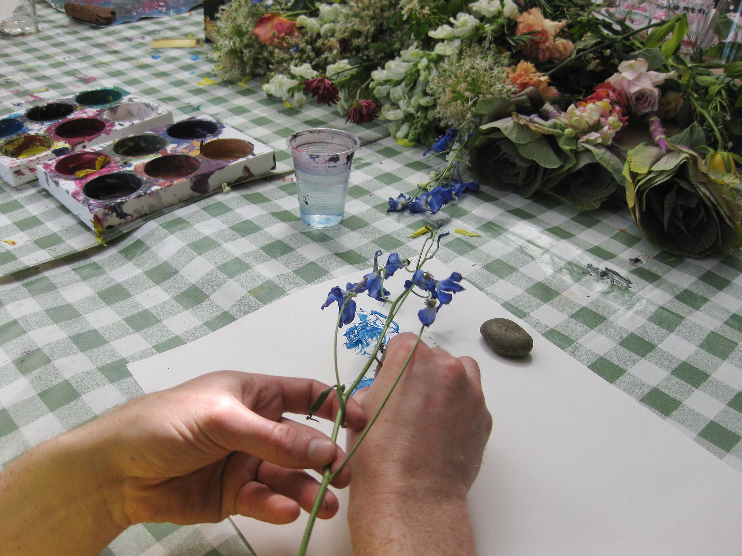 Painting flowers with flowers
