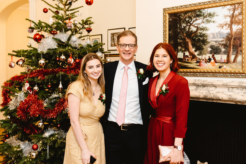 Nigel with his daughters. Image credit: @fionakellyphoto