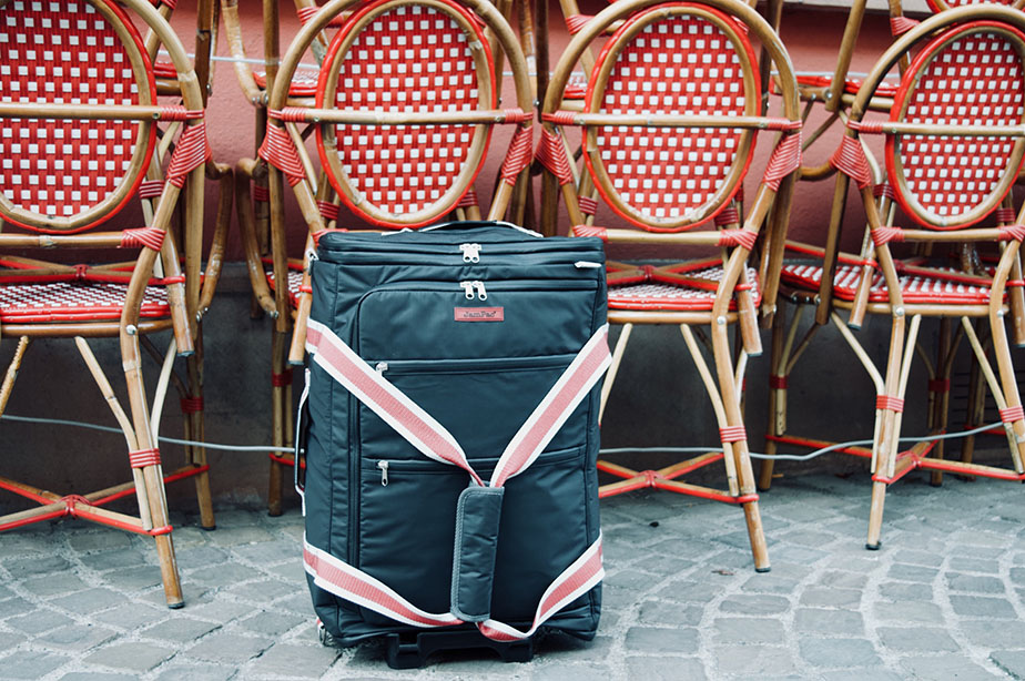 Our JamPac picking up the french bistro vibe. A soft bodied hybrid backpack dufflebag with multiple access points to get what you need when you need it. Suitable for all sorts of travels!!