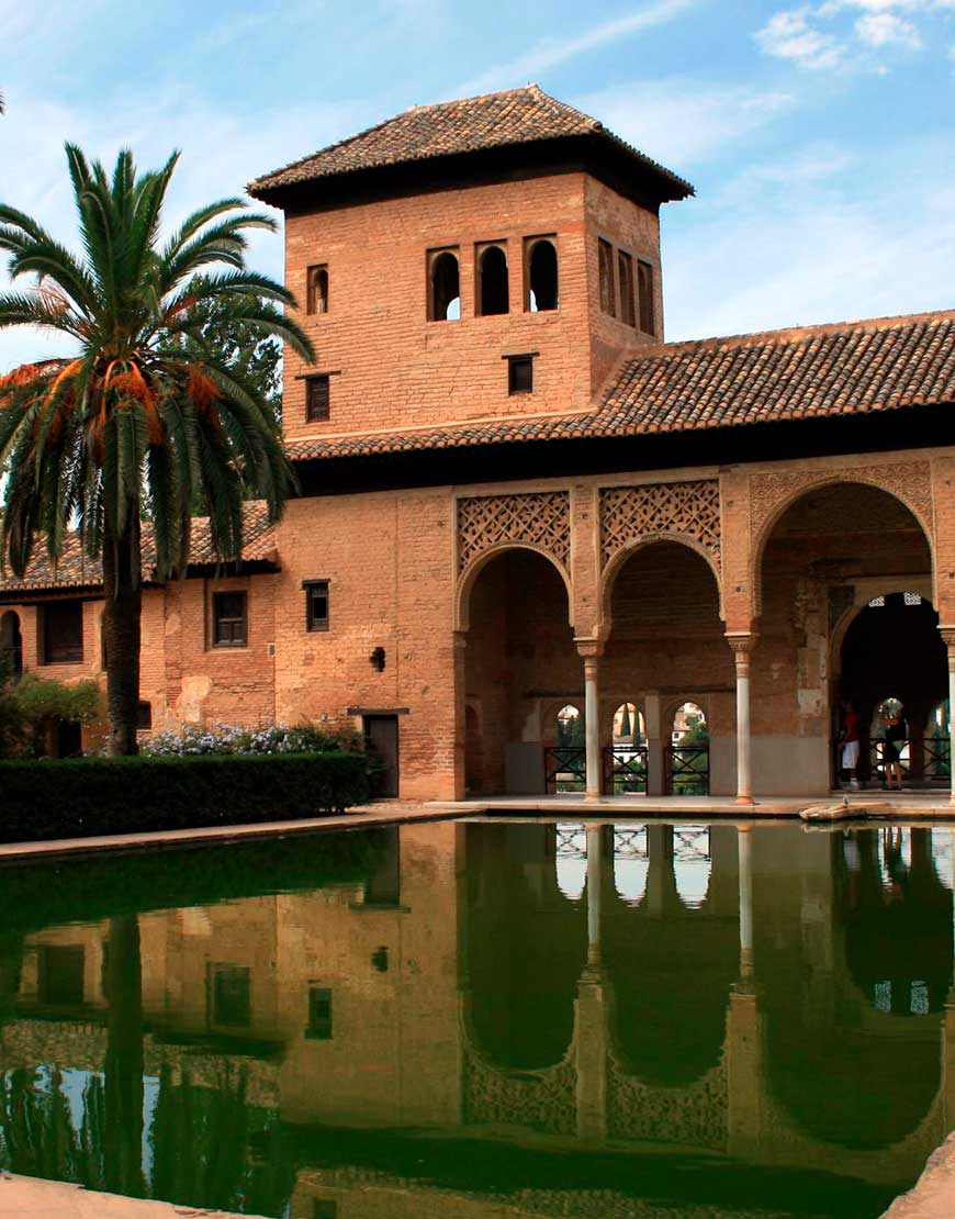 alhambra close.jpg