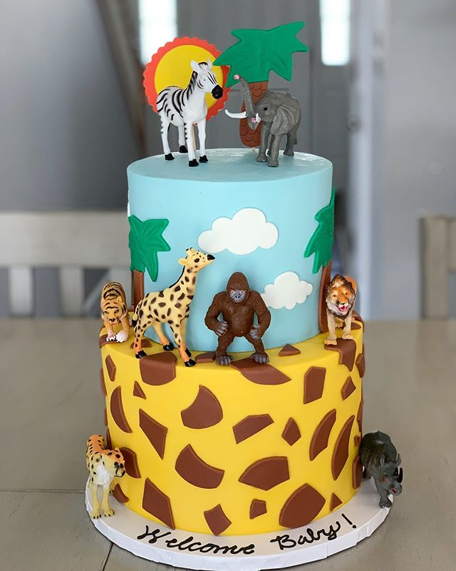Jungle theme cake to match those adorable sloth cookies from yesterday! 🦓🦒🐘🐅🦍