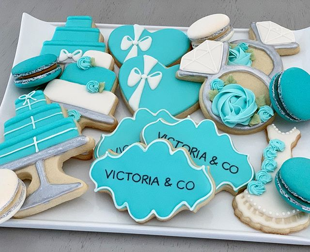 😍 Obsessing over these Tiffany & Co inspired cookies and macarons from this past weekend! 👗💍