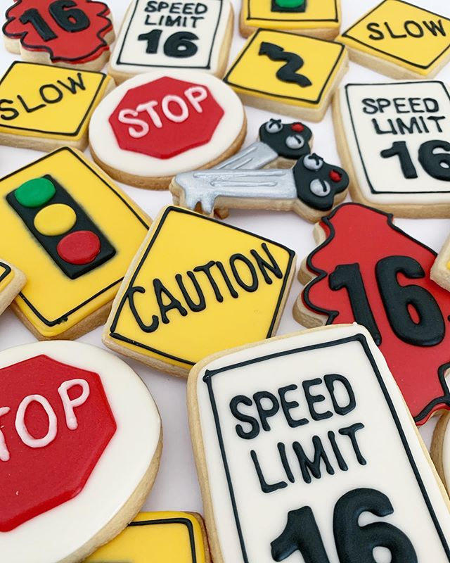 The perfect cookies for a 16th birthday!! 😍 How about those 🚘🔑🔑?!