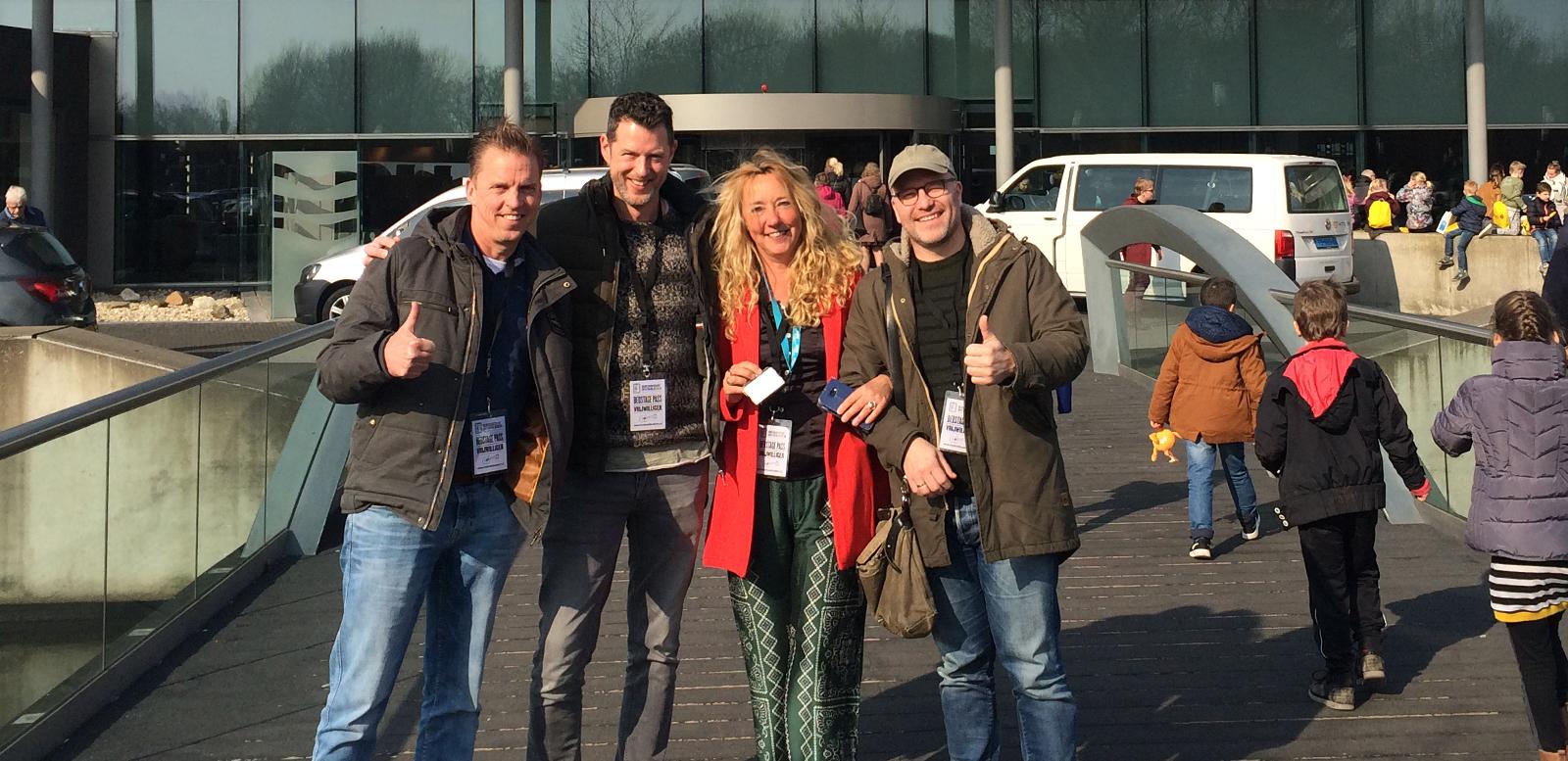Robert Willemsen, Roel van der Veen, Carla Bellers en Peter Kortleve voor de ingang van het MCL