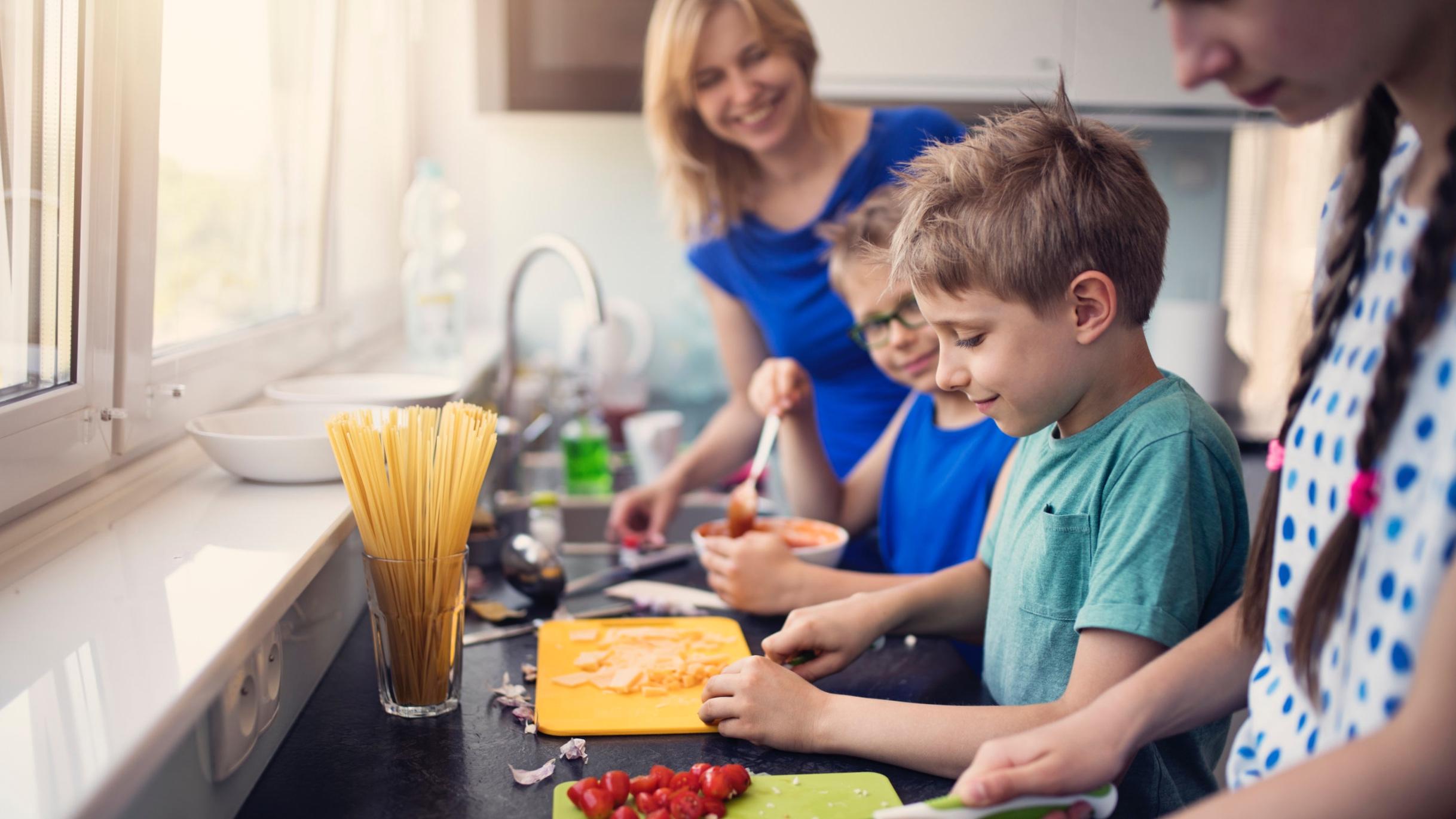 iStock-971346934+Kids+Making+Lunch.jpg