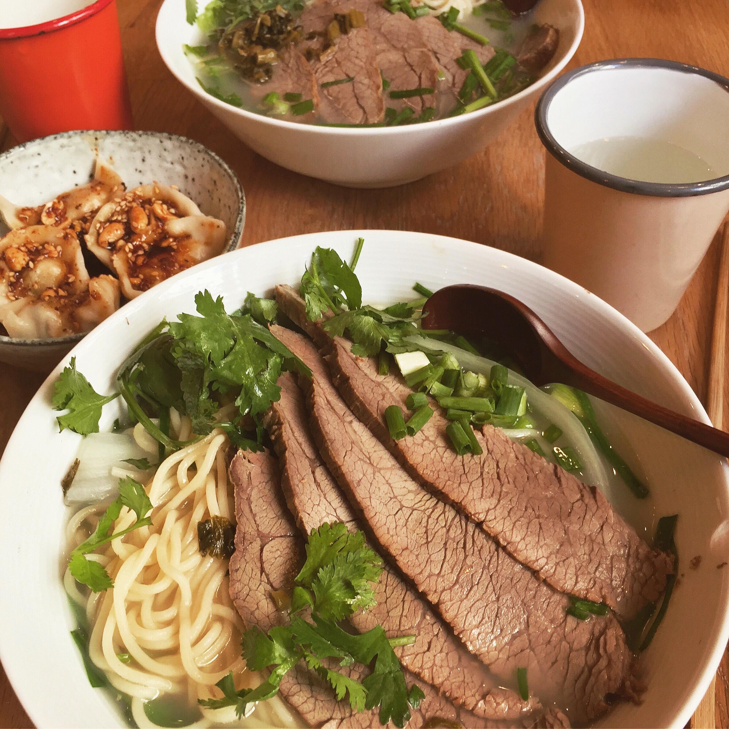3 fois plus de piment - Comfort Food ChinoiseQu'est ce que je commande ?- Un bol de nouilles (Niveau 2)- Les raviolis épicésAvec qui ?Un(e) fan de nourriture asiatique
