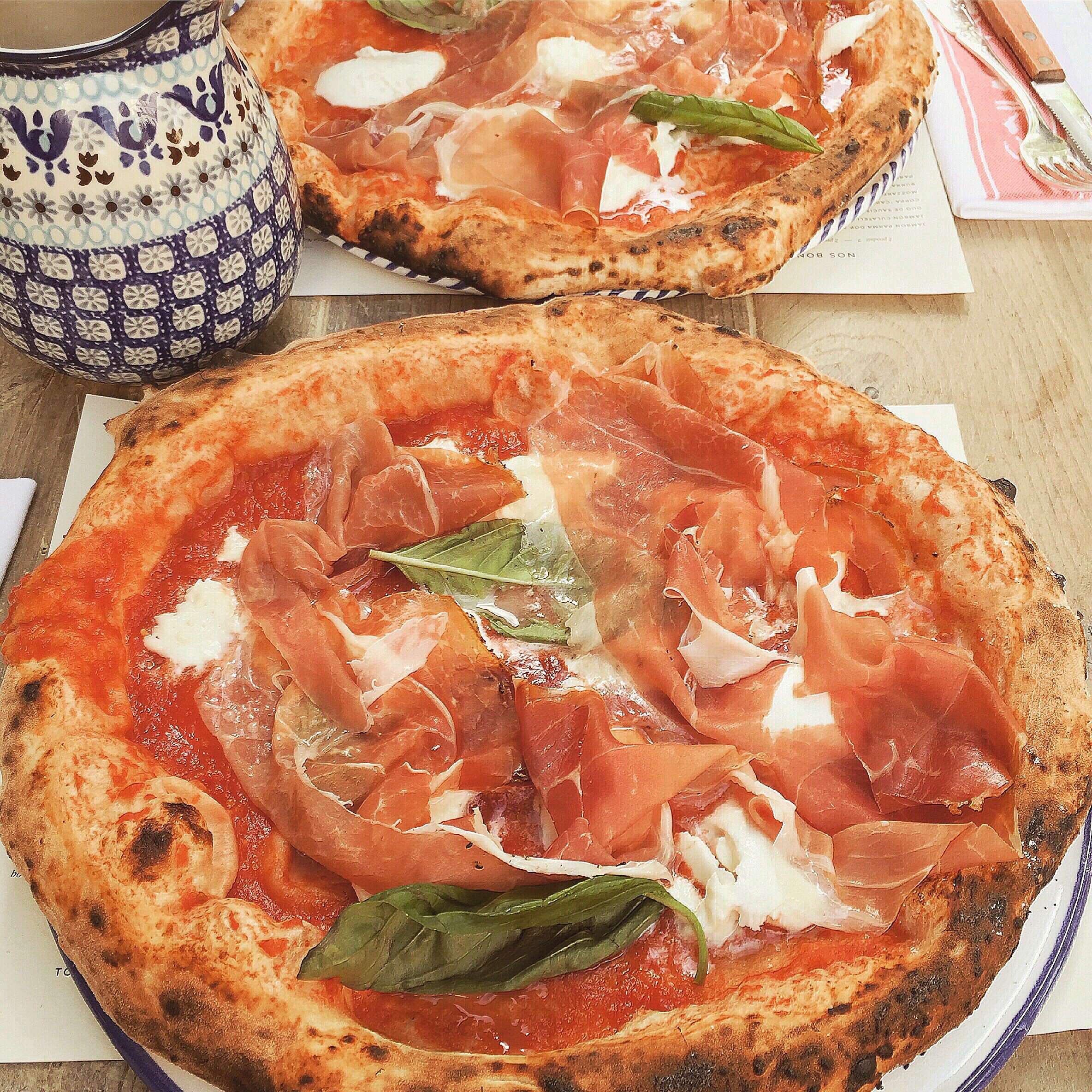 MAMMA Primi /Ober mamma - Nourriture italienneQu'est ce que je commande ?- Une pizza napolitaine- Les pâtes à la truffe- Le TiramisuAvec qui ?Tout le monde :p