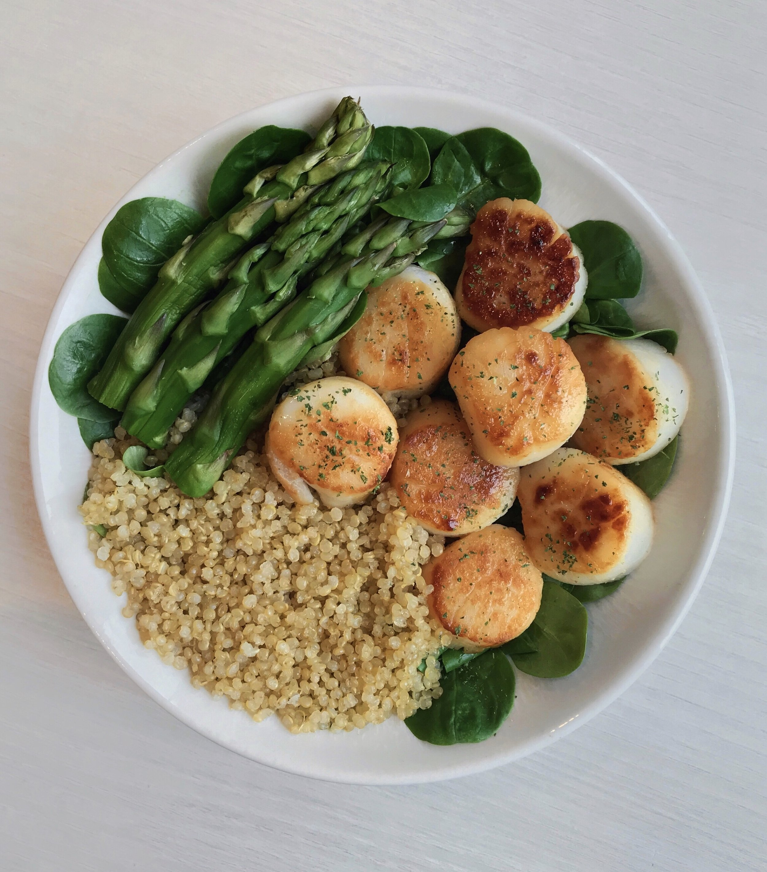 Grilled Scallops with Quinoa & Greens - Grilled scallops (cooked with @terradelyssa_frolive oil for a few minutes in the pan) + steamed asparagus +@bjorgofficielwhite quinoa + salad + lemon + herbs