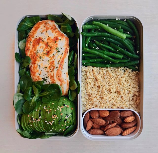 🇺🇸 Grilled Chicken, Quinoa, Avocado & Greens Bento 🍃 Thinking of this quick packed lunch from a few weeks ago while I'm currently having a bowl of pasta at home 🙃 Hope you're all having a great day so far guys! 🇫🇷 Bento Poulet Grillé, Quinoa, Avocat & Haricots Verts 🍃 Retour sur un repas simple et sain préparé il y a quelques semaines 😊 Bonne soirée à tous ! Details 👉 bed of @florette_france salad leaves topped with grilled chicken (cooked with olive oil for a few minutes in the pan) + avocado slices + bagel seasoning + white quinoa + @picardsurgeles steamed green beans + sesame seeds + @naturalia_magasins_bio almonds