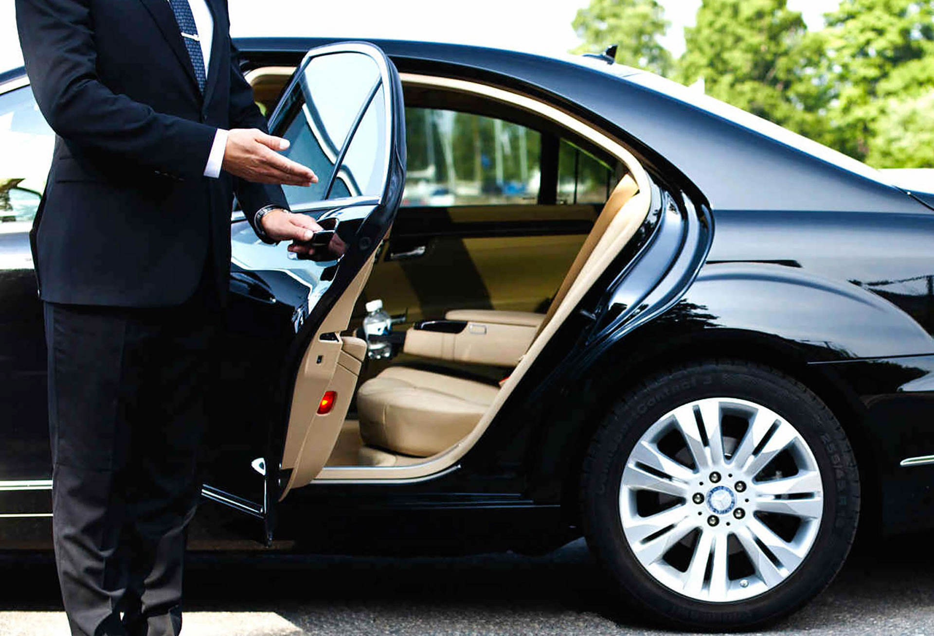 Executive-airport-transfer 3.jpg