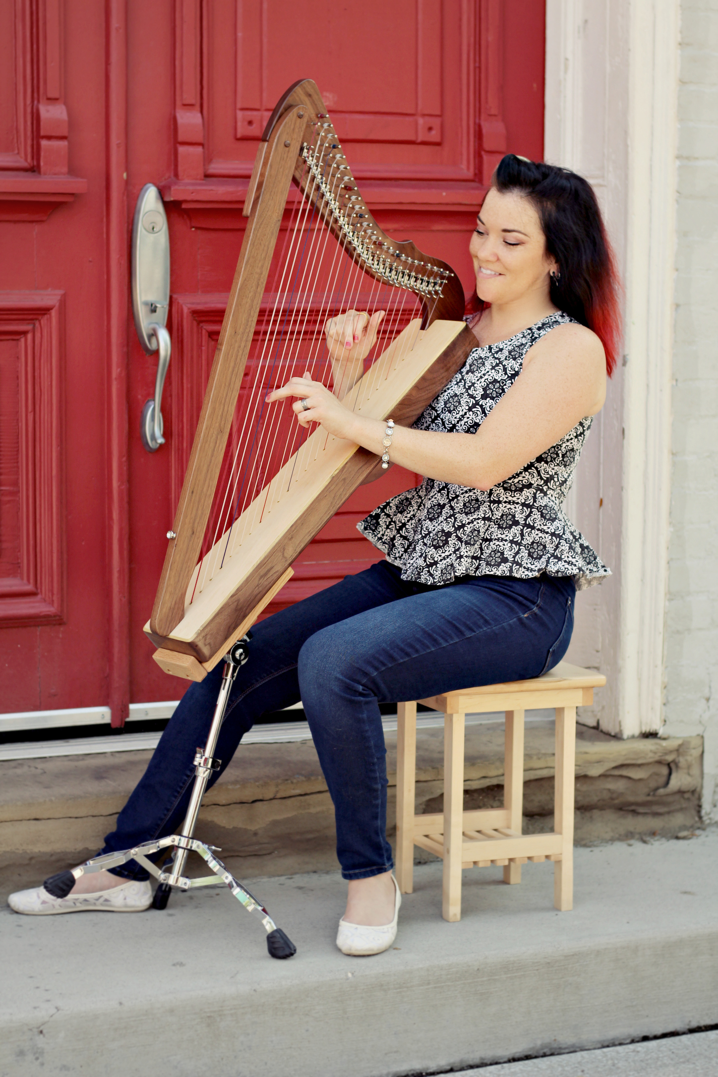 Melissa with a Special Edition Fullsicle™ Harp on an Adjustable Stand.