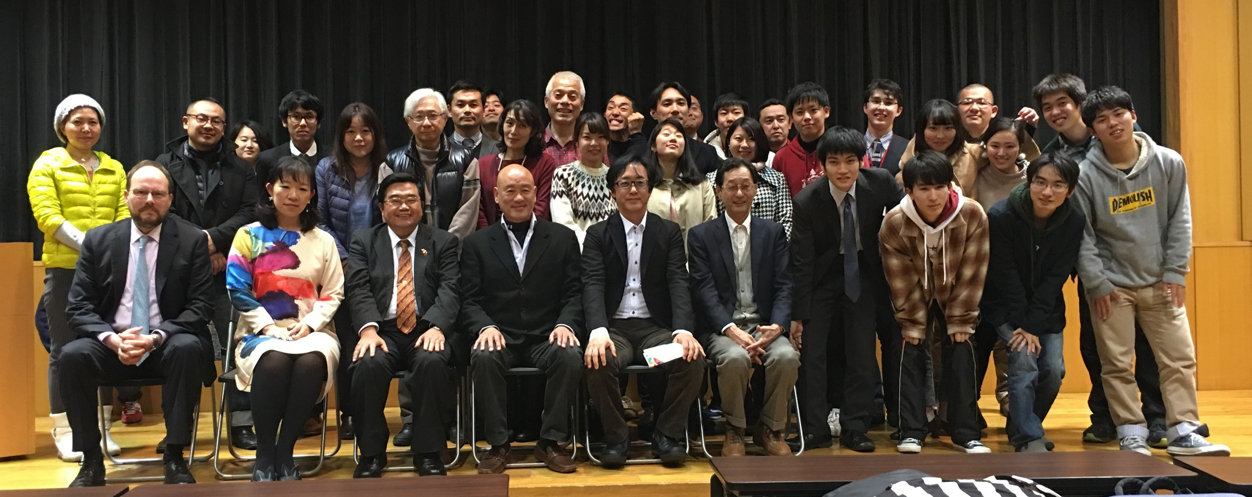 The speakers with some of the participants, January 7 (photo courtesy of Yasunori Noto)