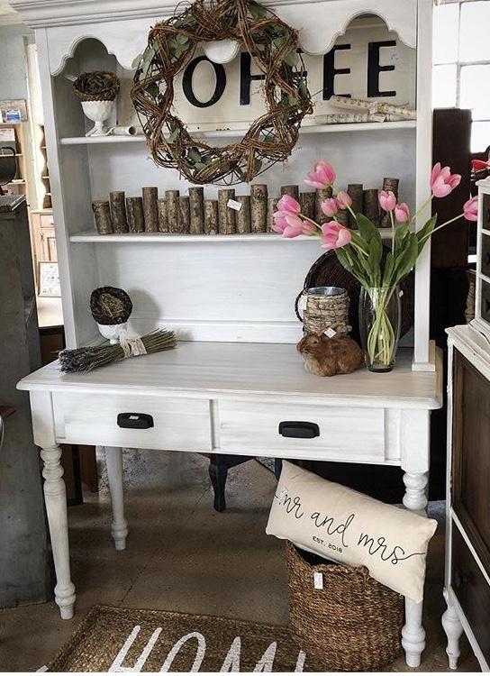 Farmhouse Hutch - Measures: $325