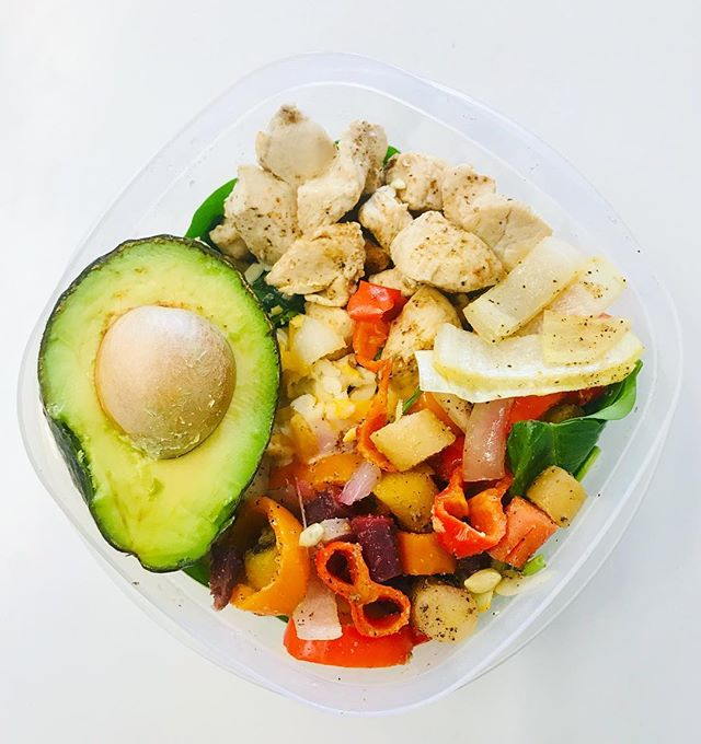 happy RDN day to all my dietitians out there and RD2B's!! 🍴🍎🥦🍓🥕🍕🍦 . . . Meal prepped my lunches for the week: there's chicken, spinach, bell peppers, onions, carrots and avocado stuffed in there! I squeeze fresh lemon as my dressing 😋so good and filling. . . . • • • #balance #nyc #cleaneating #healthy #eatclean #healthylifestyle #foodporn #foodgasm #eatingfortheinsta #instafood #foodphotography #foodstagram #likeforalike #likethis #wellness #health #nutrition #dinner #mindfullness #iamwellandgood #eeeeeats #healthyhabits #foodie #fresh #healthyeating #buzzfeed #motivation #lifestyle #happiness