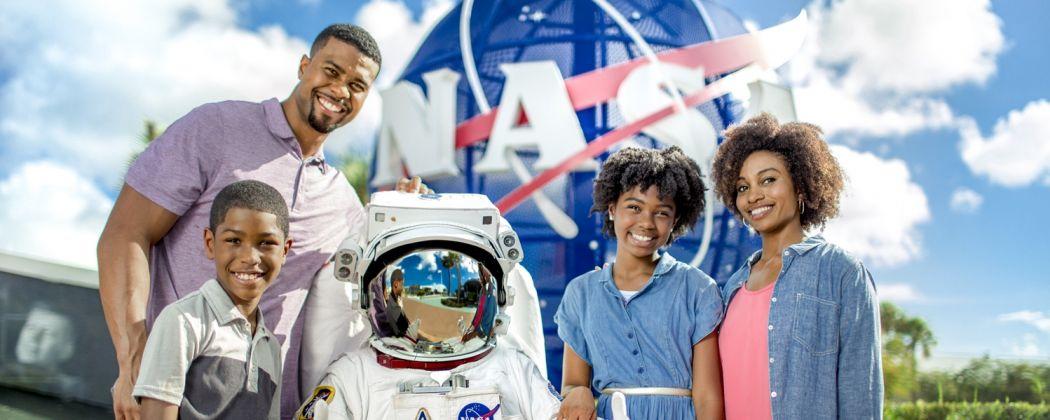 kennedy-space-center-astronaut-family-1050x420.jpg
