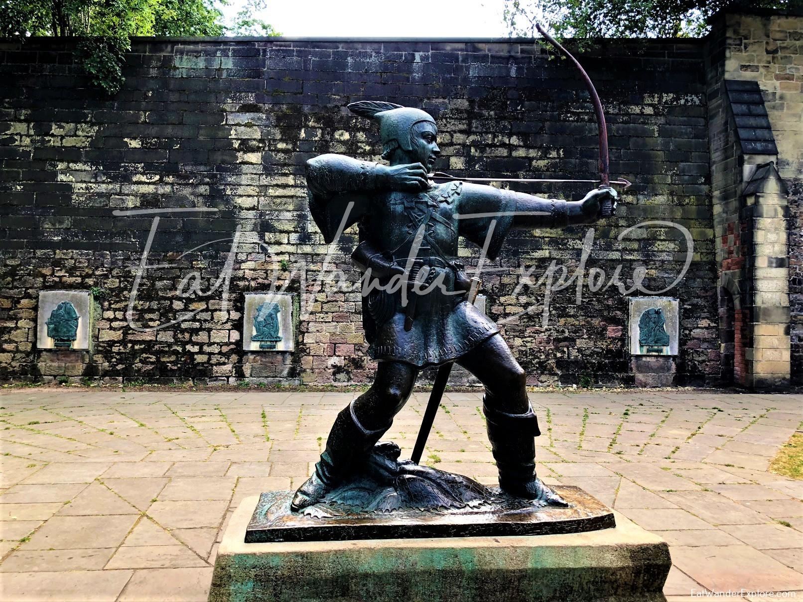 Robin Hood Statue in front of Nottingham Castle