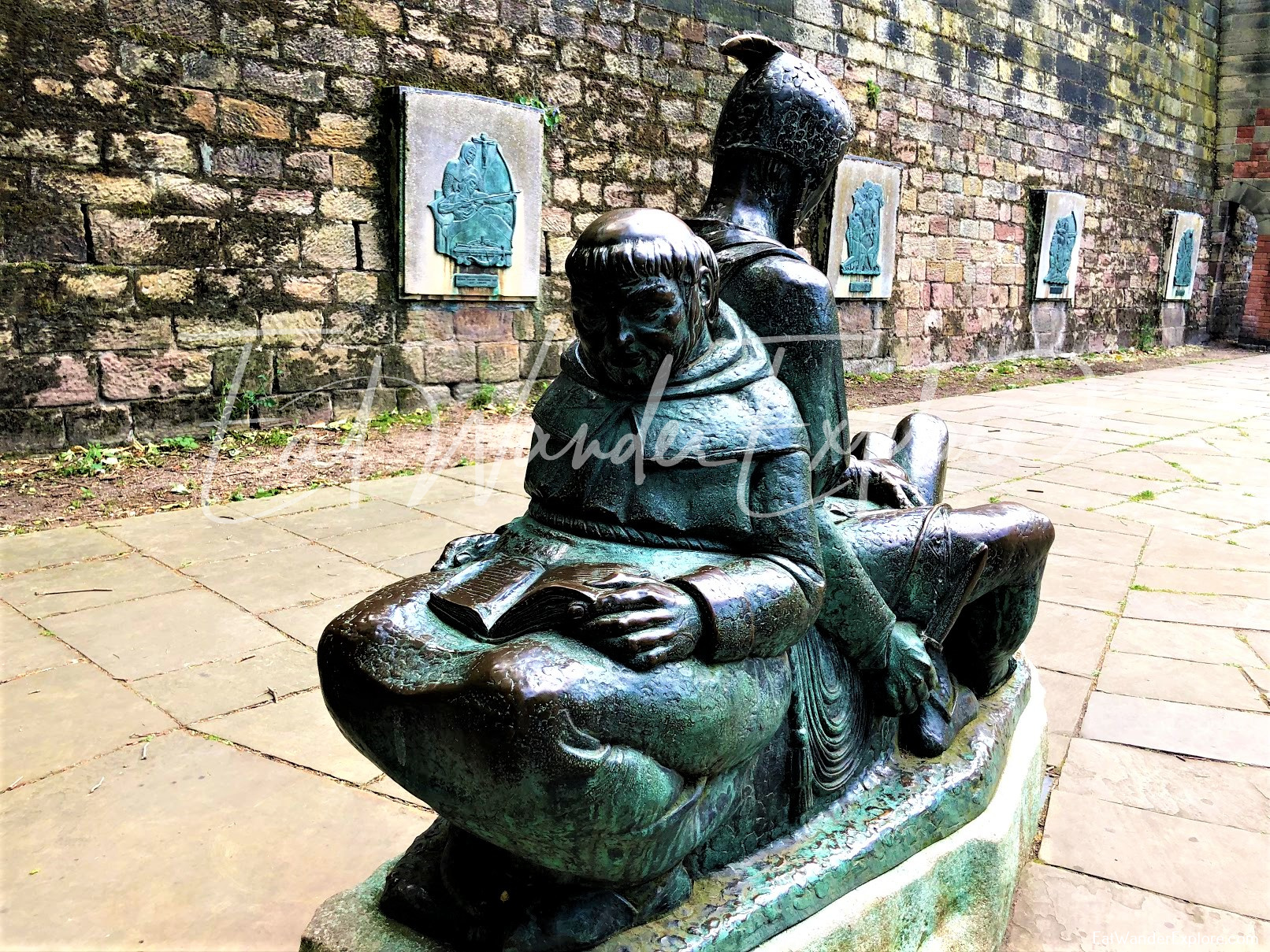 monk and knight statue in front of Nottingham Castle