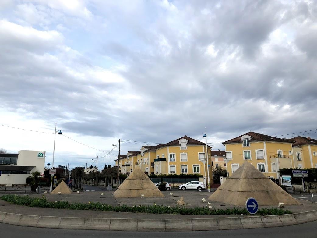 traffic circle roundabout paris pyramids.jpg