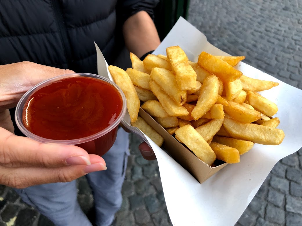 belgian fries curry ketchup.jpg