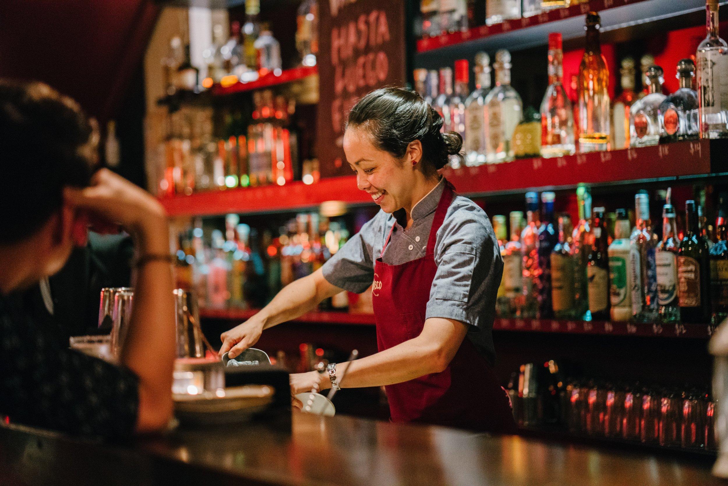 alcohol-apron-bar-1301547.jpg