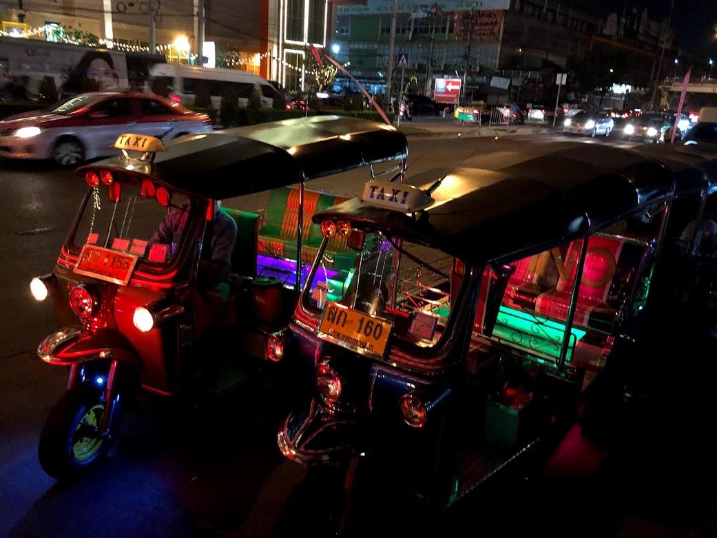 tuktuks bangkok transportation