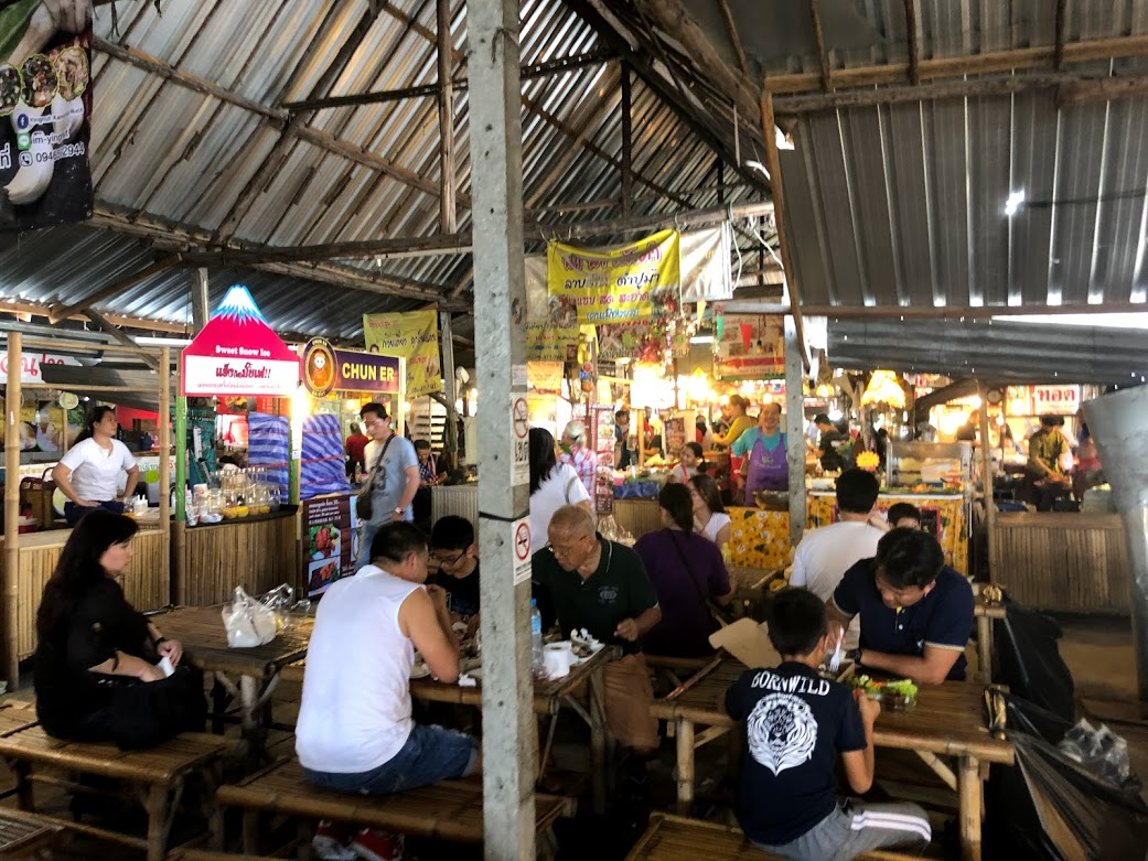 Khlong Lat Mayom Floating Market seating