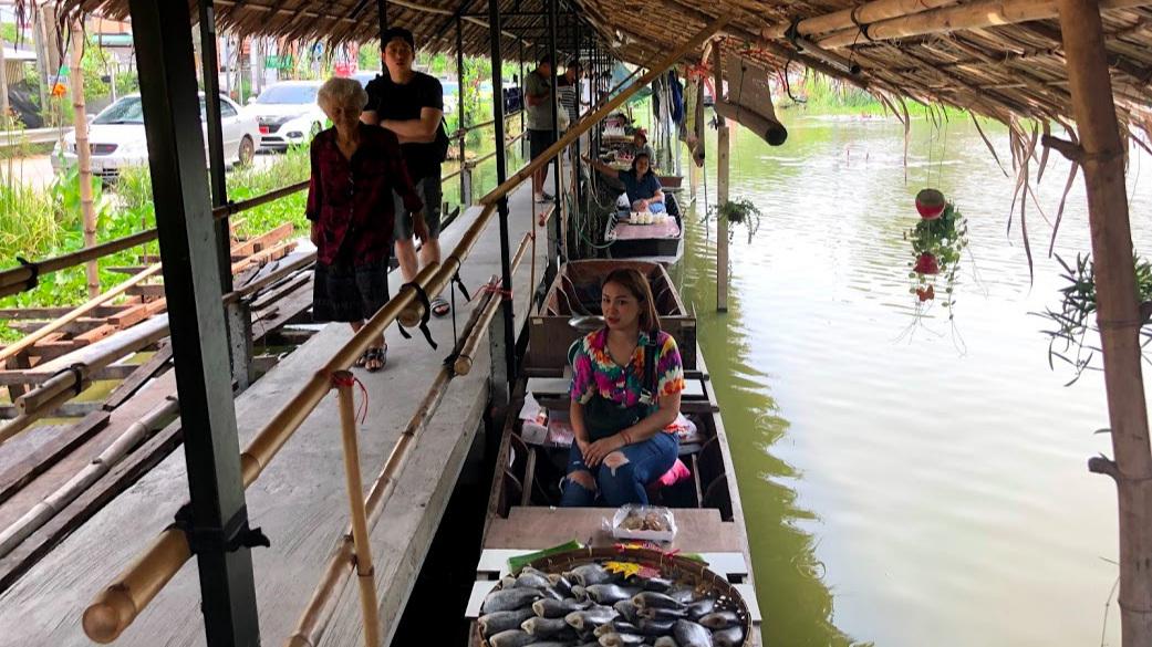 Khlong Lat Mayom Floating Market boats