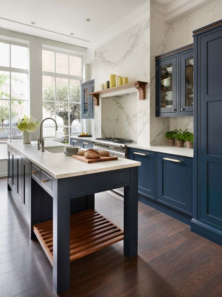 Knole FF - With simple uncluttered lines, square shoulders and smooth painted centre panels, a Knole kitchen showcases the best of bespoke kitchen design, created to fit in with the unique personality of your home. It combines beautifully with our other collections, offering tremendous design potential.
