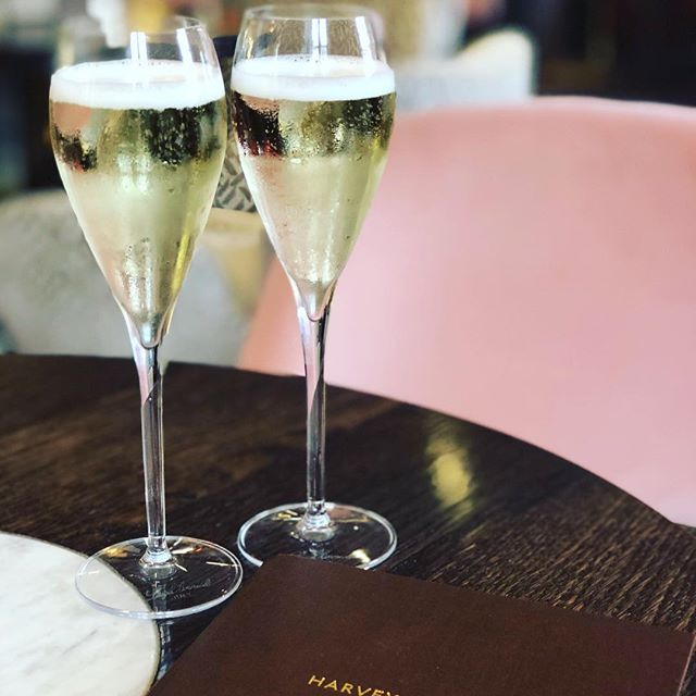 Happy Wednesday! When you meet a soul connection, it deserves champagne 💗💗 @fayblakey