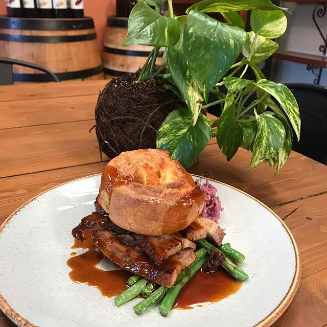 Check out our newest addition to the specials board! 😱 BBQ Beef Brisket with Potato Rosti, Pickled Cabbage, Green Beans & Yorkshire Pudding 😍 . . . . . #5churchst #no5 #ilovebelloshire #ilovebello #cafe #coffee #food #bello #bellingen #yummy #meatandthreeveg