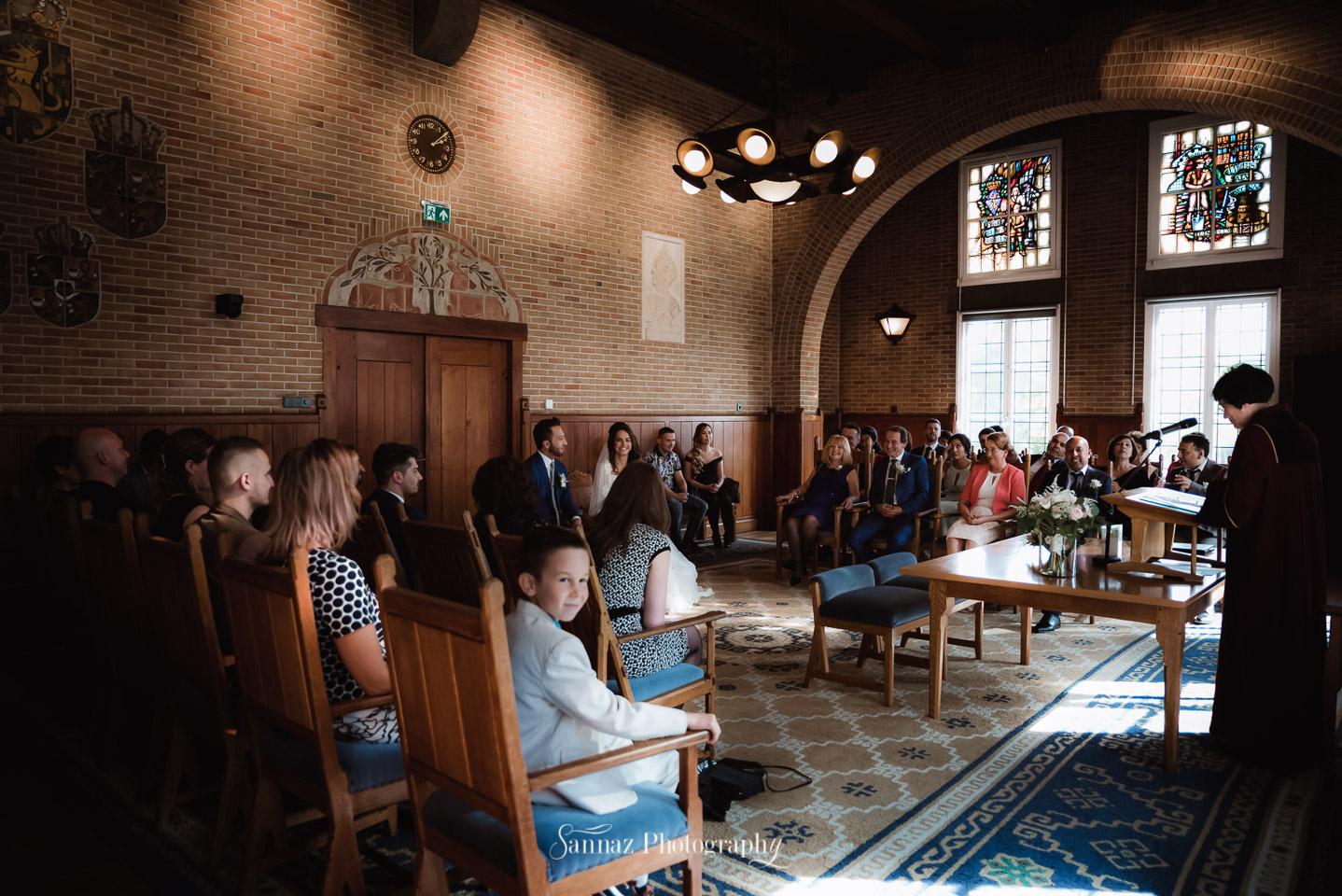 Het mooie Gemeentehuis van Leidschendam-Voorburg was gevuld met deze blije familie en vrienden.
