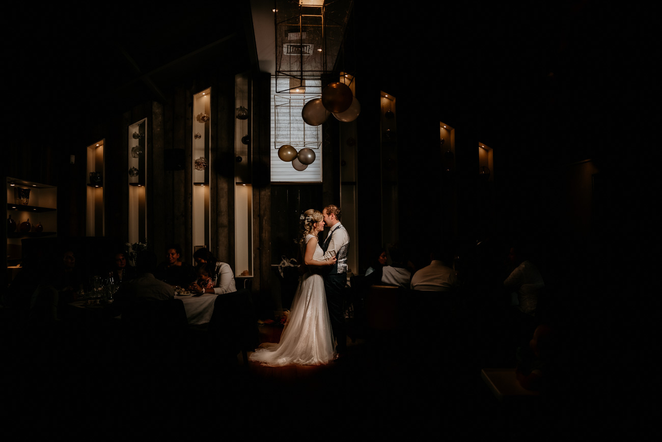 Sannaz Photography bruidspaar Wapen van Vidaa.jpg