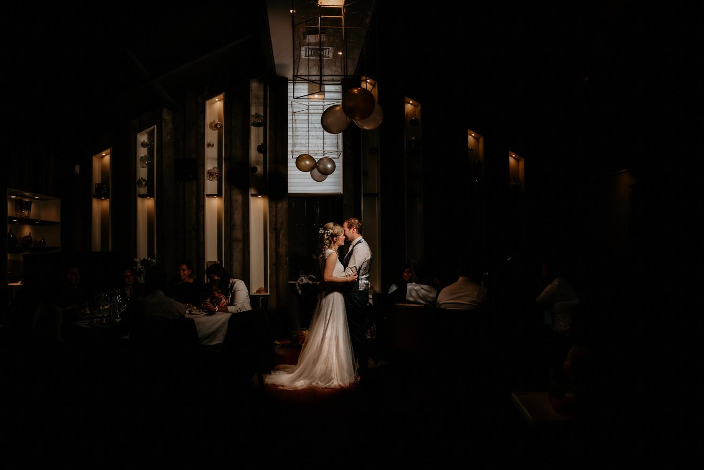 Sannaz Photography bruidspaar Wapen van Viaa (2).jpg