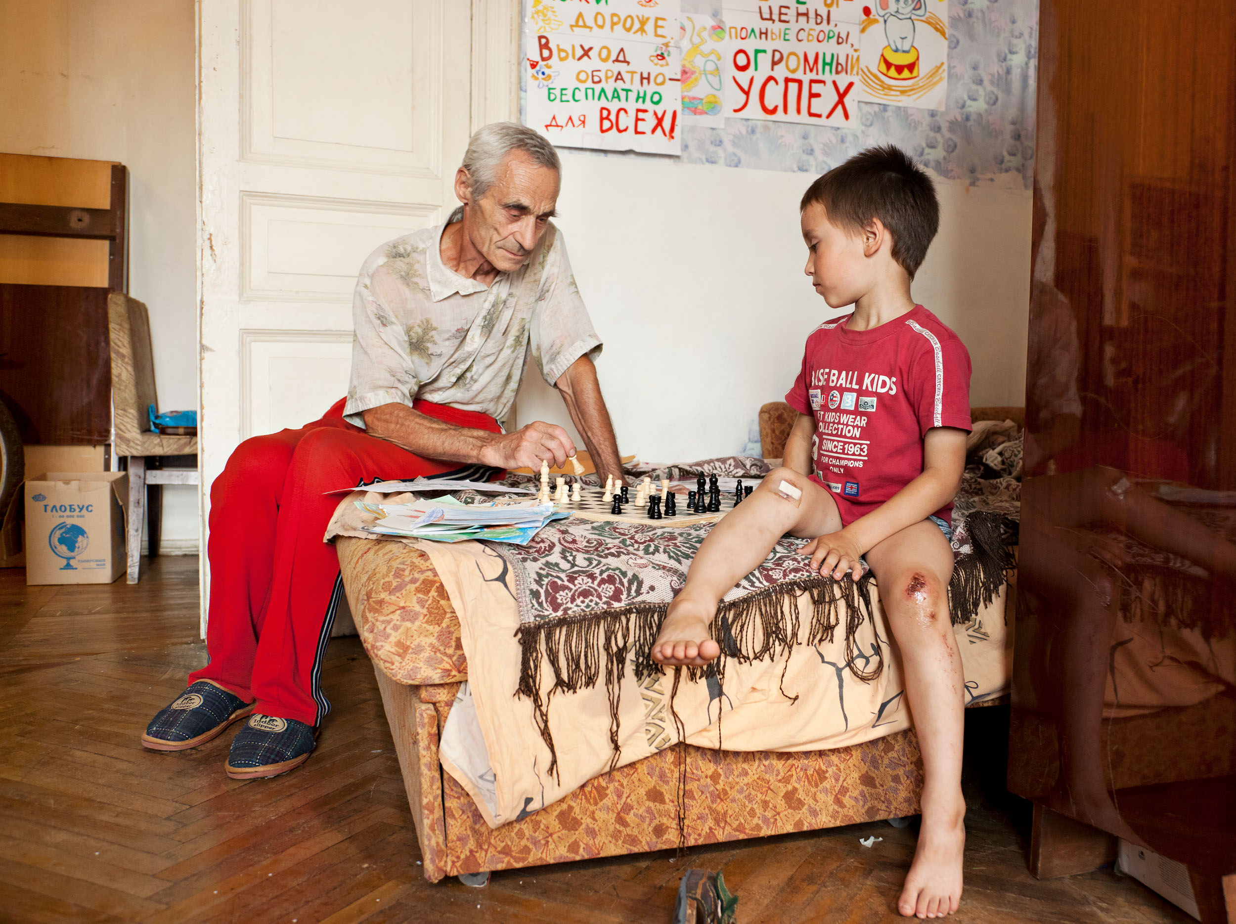 Chess with Grandson  2011, archival pigment print 100 x 134 cm / 39.5 x 53 in. Edition of 5