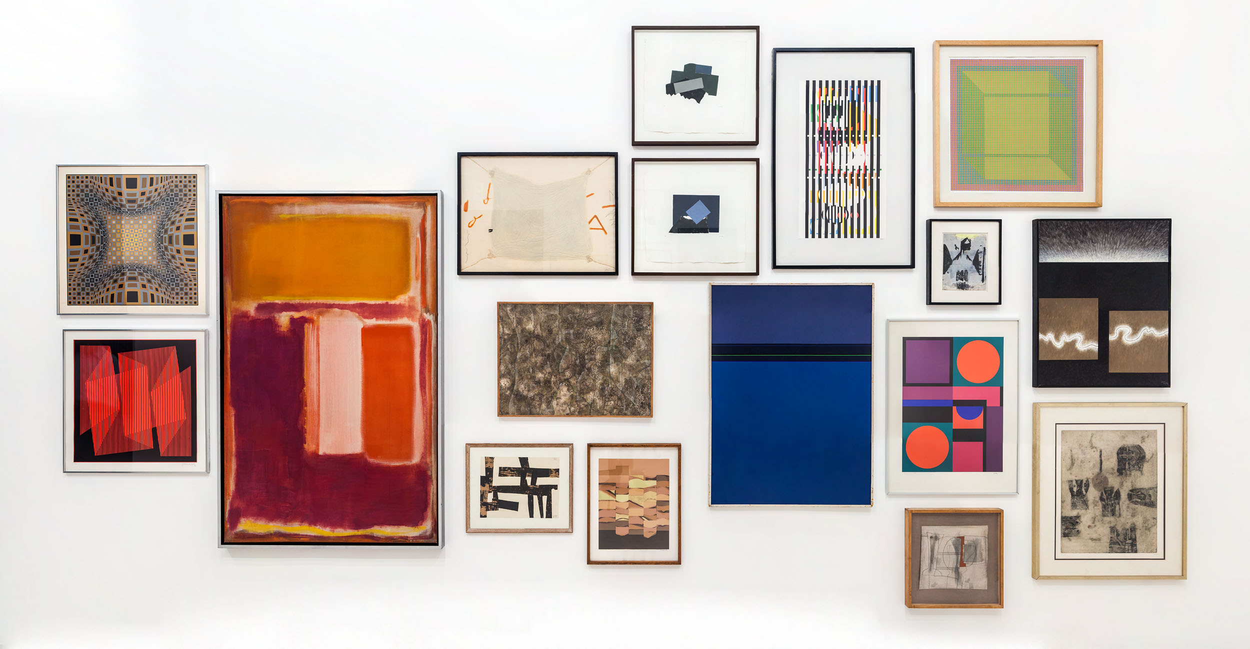 Documentation of wall A as it was during shooting. All artworks selected from the permanent collection of the Museo Tamayo. The single painting in the middle is replaced by the screen for the installation