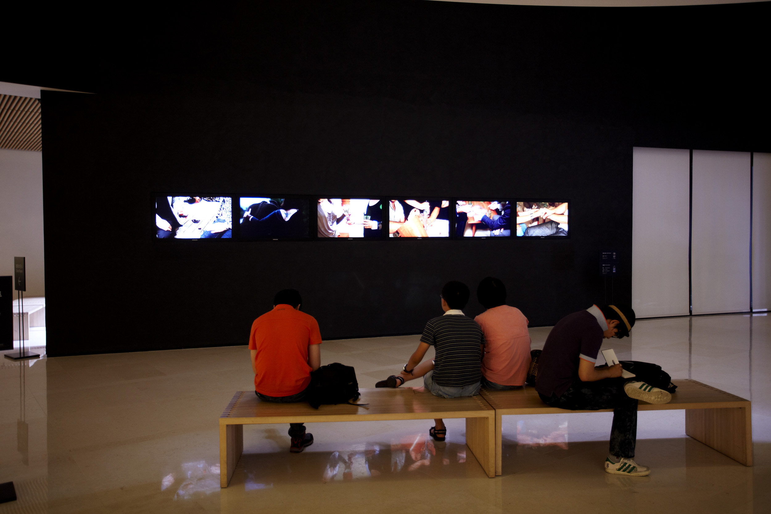 18 Minutes , 6-channel HD video installation, 3 min 05s. Edition of 3. Installed at LEEUM Samsung Museum of Art, 2010.