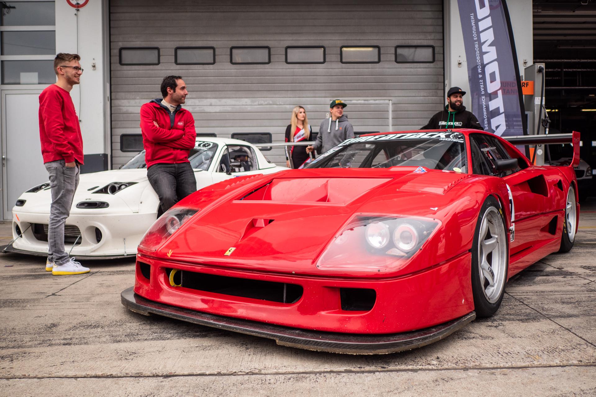 FerrariF40undRennwerkTeam-2690030.jpg