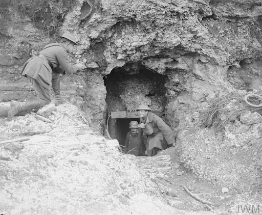 © IWM q 25995 British and italian troops inspect an abandoned dugout.