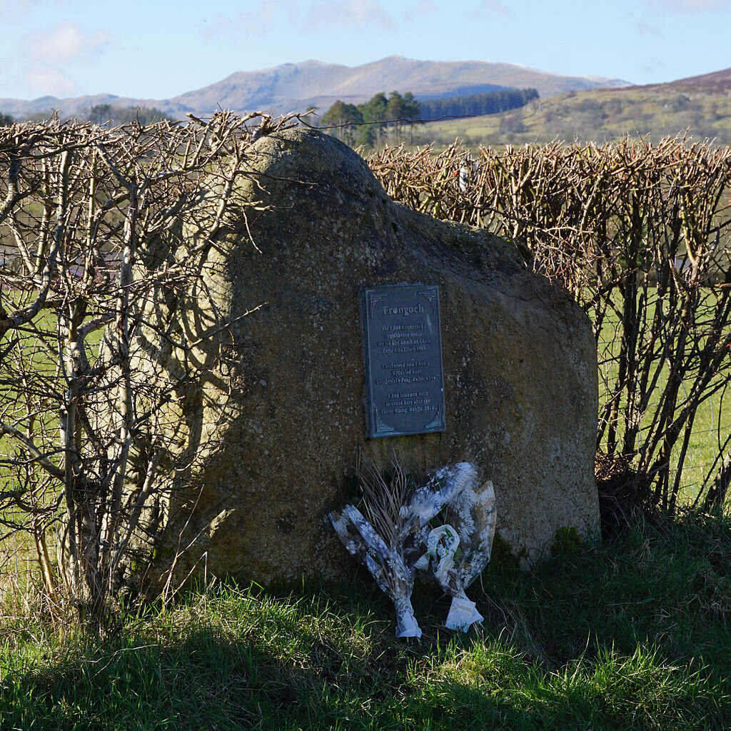 The Memorial stone and plaque at Frongoch, Wales  Author: HUW P  License: https://commons.wikimedia.org/wiki/Commons:GNU_Free_Documentation_License,_version_1.2  htt