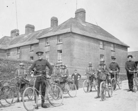 British Intelligence - Cyclists of the Royal Irish Cobnstabulary and 1st Battalion, Essex Regiment, preparing for a joint patrol. © IWM (Q 71699)