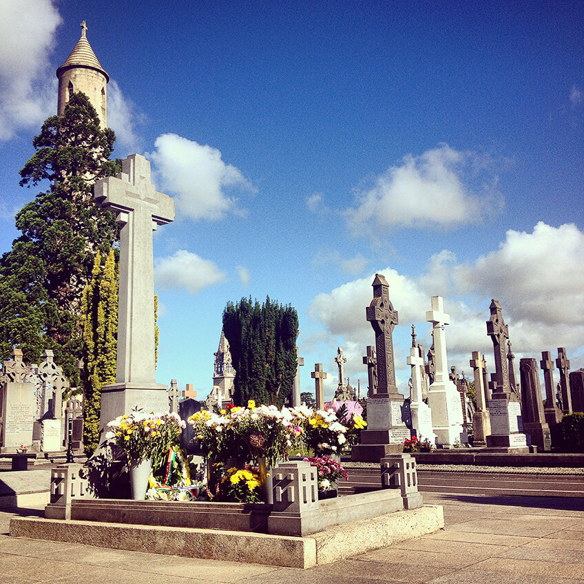 michael collins' grave at glasnevin cemetry