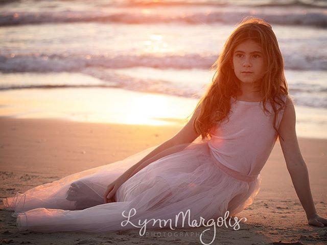 Golden hour with my favourite model ❤️ @mikabb2009 #goldenhour #summerdays #telaviv #notyouraveragephotographer #radlett