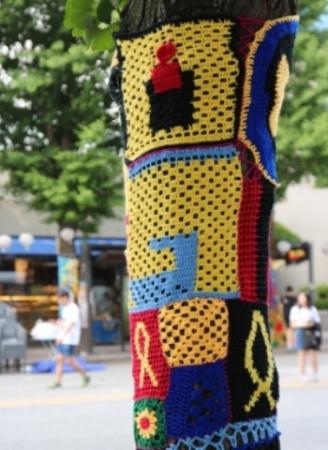 Urban knitting commemorating the MV Sewol ferry incident in Gwangju, 2015. © Minna Valjakka.