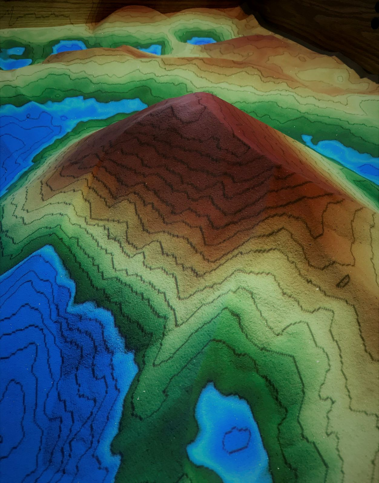 Create your own landscape - Dig, pile, and tunnel your own topographic landscape. Make it rain and create seas, ponds and lakes.